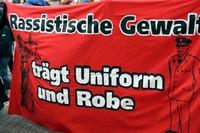 rassismus-in-uniform-und-robe_bild_200